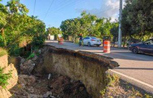 Exigen reparar tramo colapsó por lluvia en carretera La Canela-Amina