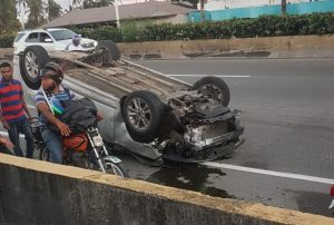SDE: Dos policías muertos en un accidente autopista Las Américas