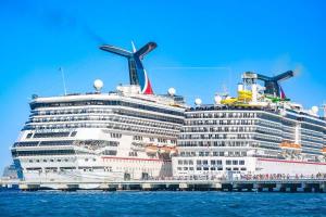 Chocan en Cozumel dos cruceros de alta clase de Carnival Cruise