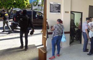 DNCD arresta en Nagua a cuatro de sus agentes e igual número de civiles