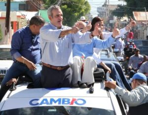 Abinader y PRM condenan resolución permite funcionarios hacer campaña