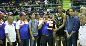 Enriquillo derrota Dosa e iguala serie final basquet de La Vega