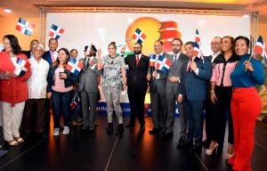 Turismo y aeropuerto Cibao premian viajero del año y dominicano ausente