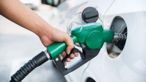 Gobierno congela los precios de las gasolinas, los del gasoil y el GLP