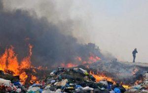 JARABACOA: Alcaldía dice enfrenta con firmeza incendio en vertedero