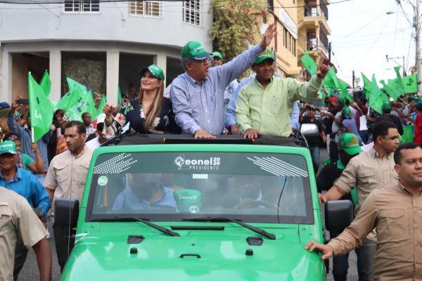 Leonel resalta avances y respeto a la democracia en sus pasados gobiernos
