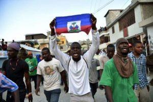 Haitianos no confían en presidente y oposición, según encuesta