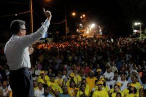 Aspirante presidencial Carlos Peña presenta su programa de gobierno
