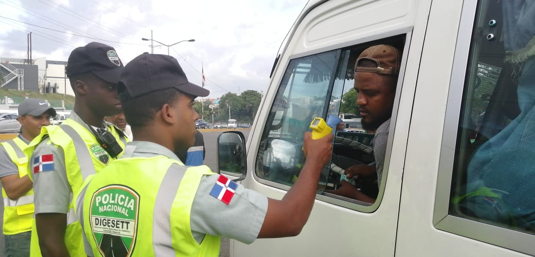 Pocos conductores autobuses de RD fallan en la prueba de alcoholemia