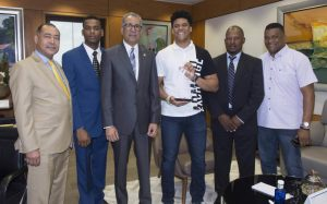 Banreservas reconoce a la estrella del beisbol Juan Soto