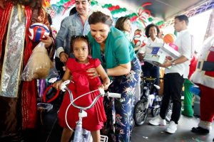Vicepresidenta celebra Navidad junto a 700 niños de la calle