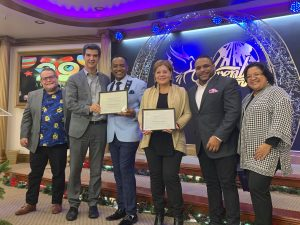 Concejal Ydanis Rodríguez reconoce pastores Salvador y Kenia Sabino