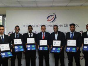 Árbitros dominicanos recibieron sus gafetes FIFA