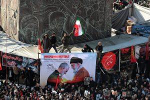 Irán clama venganza entre muestras de dolor en masivo funeral Soleimaní