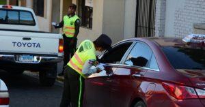 Agentes de la Digesett confiscan vehículos transitan sin marbetes