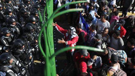 MEXICO: Cientos de migrantes cruzan la frontera desde Guatemala