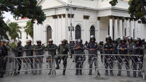 VENEZUELA: Policía impide a Guaidó y otros entrar al Parlamento