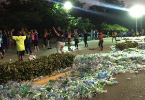 Cervecería busca llamar la atención de RD sobre el problema del plástico
