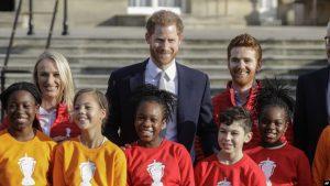LONDRES: Príncipe Enrique regresa a su trabajo tras reunión con Isabel II