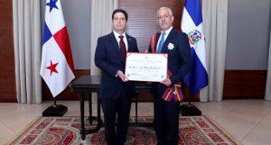 PANAMA: Gobierno condecora al embajador de la RD Rafael Tejeda