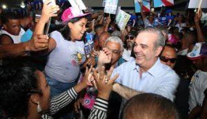 Abinader inicia visitas a 10 localidades en apoyo a candidatos municipales