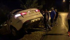 VILLA RIVA: Muere un mecánico al chocar auto con poste electricidad