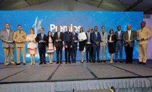 Administrativo Presidencia obtiene medalla de oro en premio a la calidad