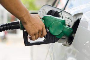 Bajan por quinta semana consecutiva precios de los combustibles