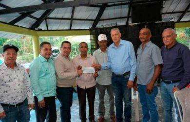 FEDA entrega RD$24 millones para la producción de peces y café en Bonao