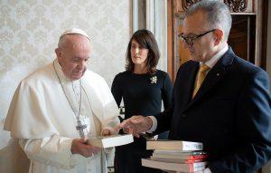 VATICANO: El Papa Francisco recibe al embajador de RD Víctor Grimaldi