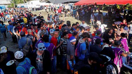 GUATEMALA: Caravana migrante posterga su entrada a México