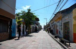 Concejo Municipal extiende paso peatonal en la calle Benito Monción