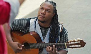 Alex Mala Junta fusiona cumbia, rock y reggae para hacer merengue