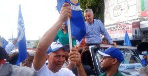 SDE: Manuel Jiménez recorre calles y avenidas del sector de Villa Faro