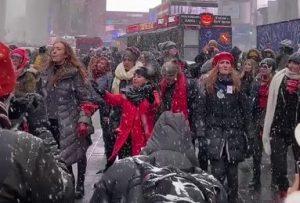 Miles desfilan en Nueva York por los derechos de la mujer y contra Trump