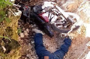BARAHONA: Un motociclista es encontrado muerto en una cuneta