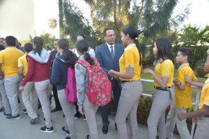 Ministro de Educación encabeza reinicio año escolar desde Santiago