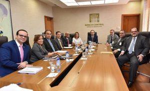 Valdez Albizu se reune con ejecutivos internacionales de sector eléctrico
