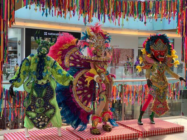 Agora Mall presenta Carnavales de mi Tierra del curador Luis Rivas