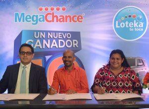 Empleado privado gana los 50 millones de pesos del Megachance de Loteka