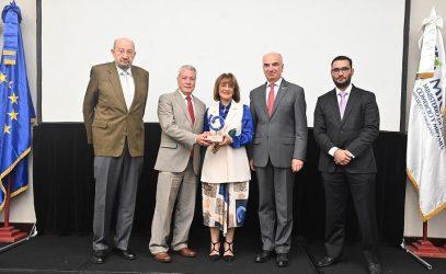 Avelino Abreu gana Premio EPA 2019 en Importador Manufactura