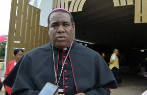 Obispo Castro denuncia algunos ministros RD derrochan recursos