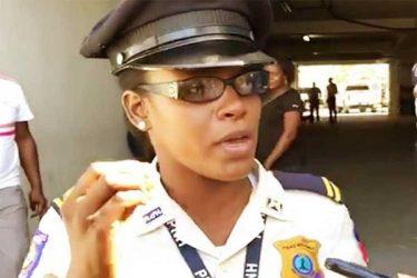 Los policías de Haití presionan para alcanzar sus demandas