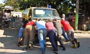 BARAHONA: Critican camión de Bomberos repita escena de empujado