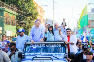 Manuel Jiménez cierra campaña con caravana y espectáculo artístico