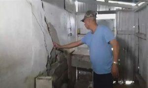 Desalojan familias barrio Altos de Elías por peligro desplome sus casas