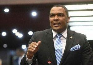 Botello mantiene convocatoria a una  nueva manifestación frente Congreso