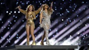 Jennifer López y Shakira lucieron exhuberantes en el Super Bowl
