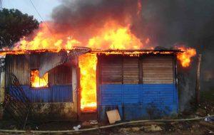 Pareja muere al incendiarse casa en que residía en sector Los Girasoles