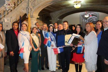 Autoridades de Newark reconocen al merenguero Alex Bueno